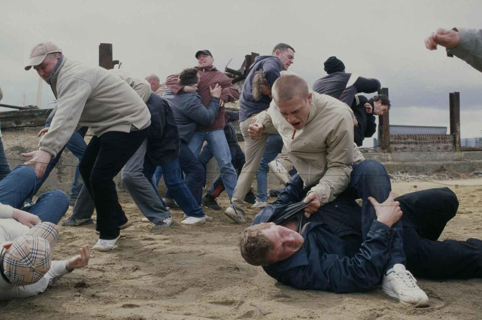 Хулиганы в вагоне насилуют 25 фотография