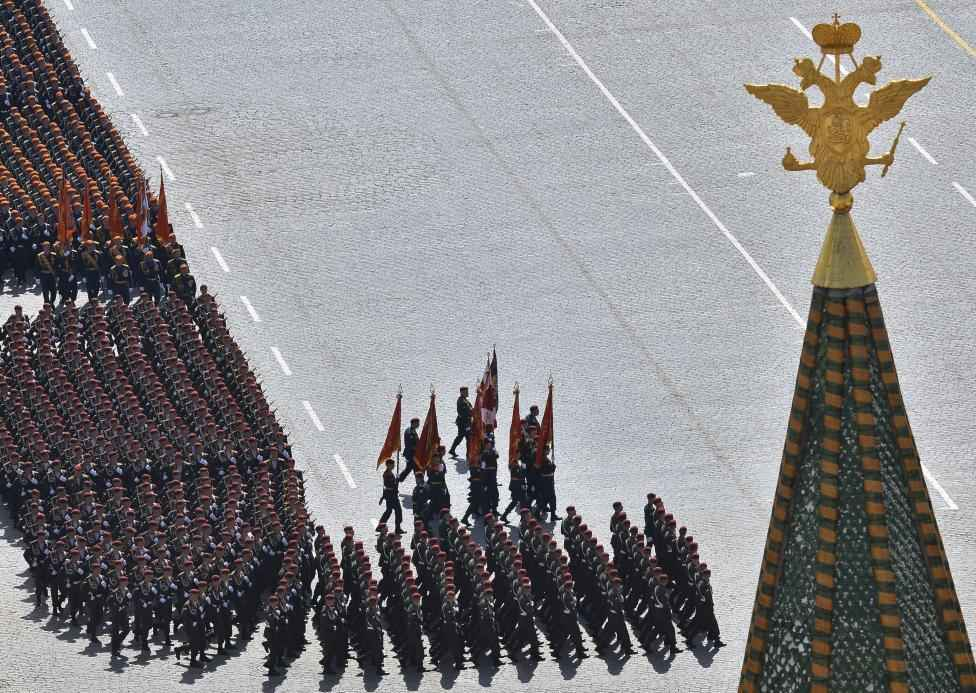 Russian servicemen march during the Victory Day parade at Red Square in Moscow, Russia, May 9, 2015. REUTERS/Host Photo Agency/RIA Novosti