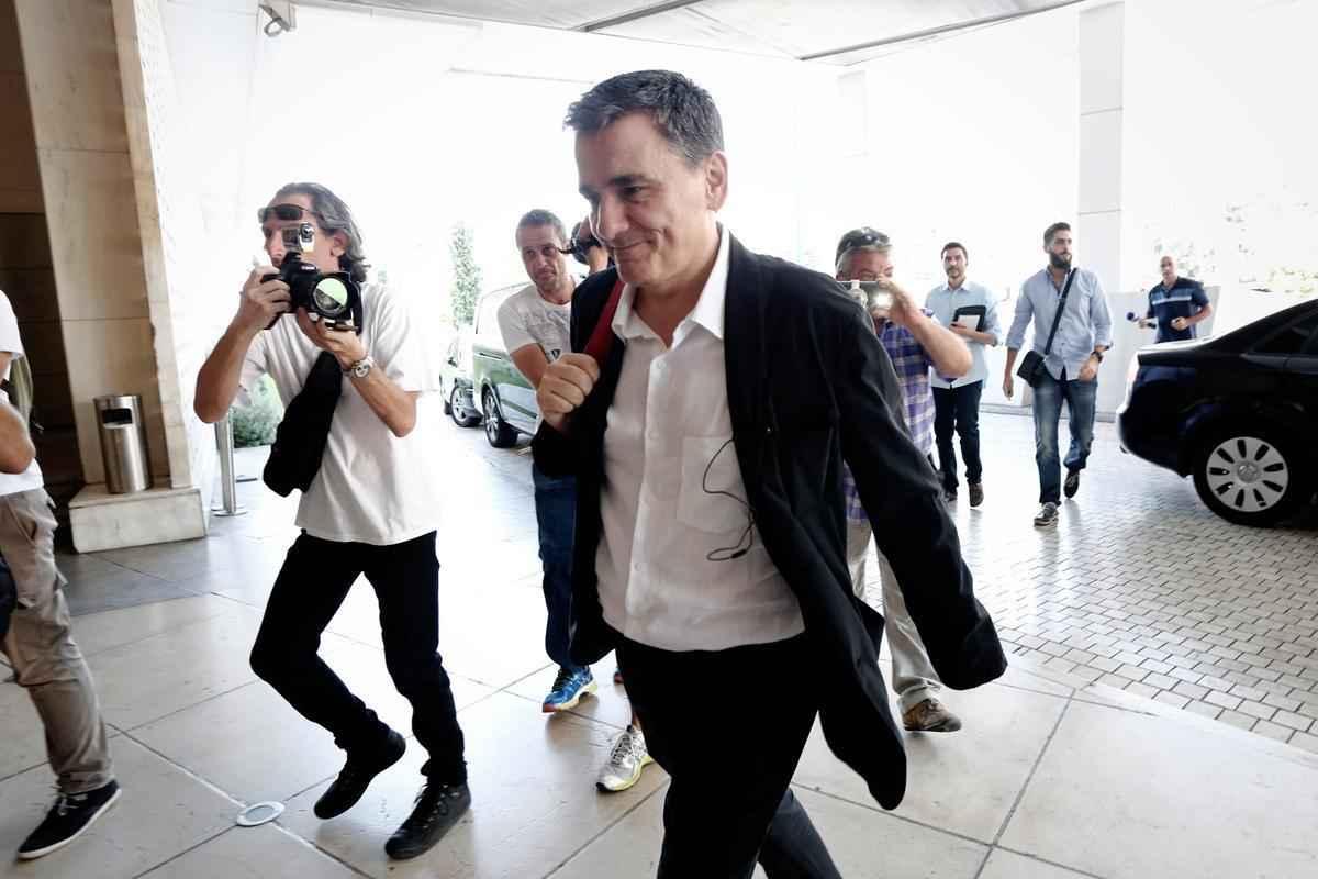 Arrival of Minister of Finance Euclid Tsakalotos at the Hilton for a meeting with officials of the IMF, Athens on July 31, 2015. / Άφιξη του Υπουργού Οικονομικών Ευκλείδη Τσακαλώτου στο ξενοδοχείο Hilton για την συνάντηση με τους εκπροσώπους του ΔΝΤ, Αθήνα στις 31 Ιουλίου 2015.