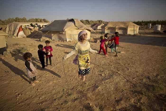 syrian-girl-plays
