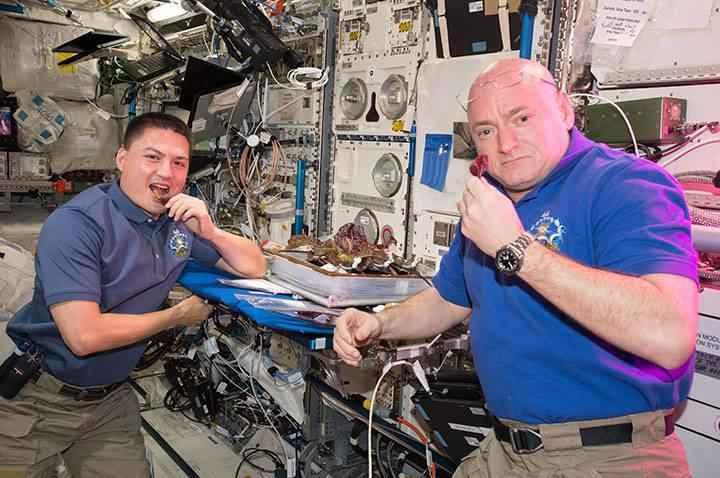 astronauts-flower