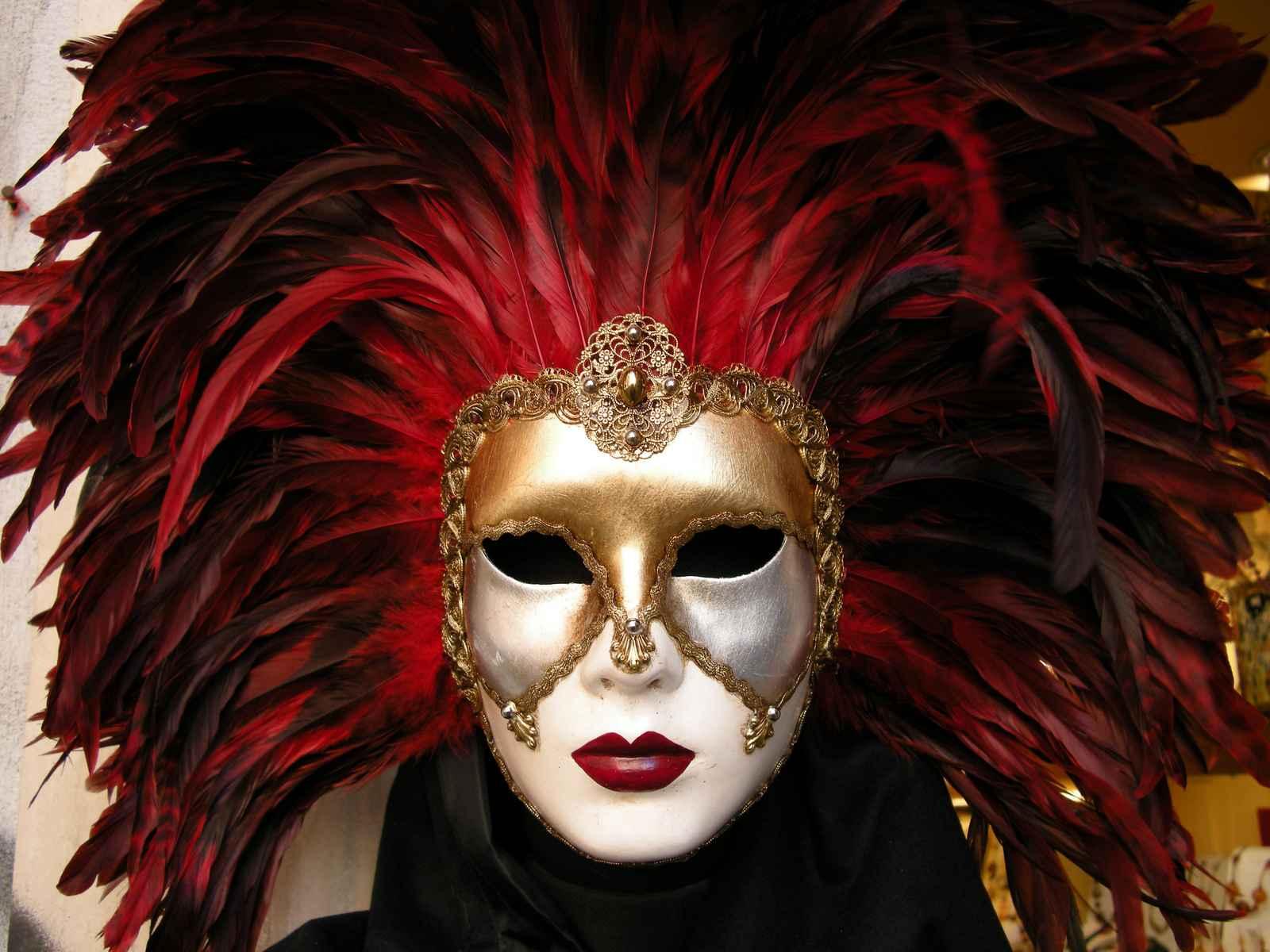 venetian-mask-italy-photo-by-john-ecker.jpg w=950&h=712