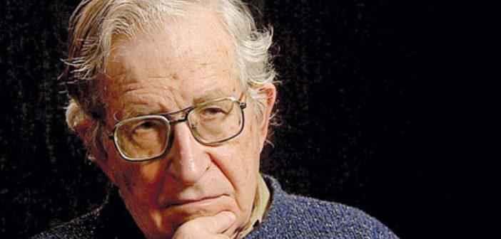 Ο Noam Chomsky εκτιμά την εποχή Trump