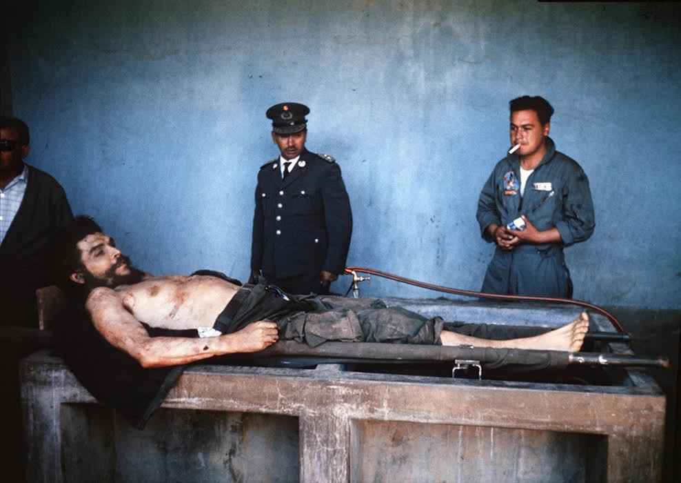 "TO GO WITH AFP STORY BY GABRIEL RUBIO GIRON(FILES) A picture taken on October 10, 1967 shows the body of Ernesto ""Che"" Guevara, the Argentine-born hero of Latin American revolutionaries is on public display in Vallegrande. Lost for half a century, historic photographs of Cuban revolutionary Che Guevara taken by an AFP photographer shortly after his execution have come to light in a small Spanish town. The photographs belong to Imanol Arteaga, a local councillor in the northern Spanish town of Ricla. He inherited them from his uncle Luis Cuartero, a missionary in Bolivia in the 1960s.   AFP PHOTO/ MARC HUTTEN"