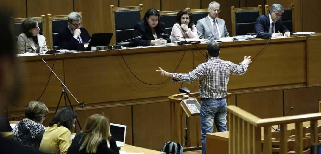 Ο Σωτήρης Πουλικογιάννης καταθέτει σαν μάρτυρας στην αίθουσα του Εφετείου Αθηνών, όπου το τριμελές Εφετείο Κακουργημάτων δικάζει την ηγεσία, στελέχη και μέλη της Χρυσής Αυγής για βίαιες αιματηρές πράξεις , Δευτέρα 31 Οκτωβρίου 2016. Συνεχίζεται στο Εφετείο Αθηνών με εξέταση μαρτύρων κατηγορίας για την υπόθεση της επίθεσης κατά μελών του ΠΑΜΕ και του Συνδικάτου Μετάλλου Πειραιά , η δίκη της ηγεσίας και μελών της Χρυσής Αυγής. ΑΠΕ-ΜΠΕ/ΑΠΕ-ΜΠΕ/ΓΙΑΝΝΗΣ ΚΟΛΕΣΙΔΗΣ